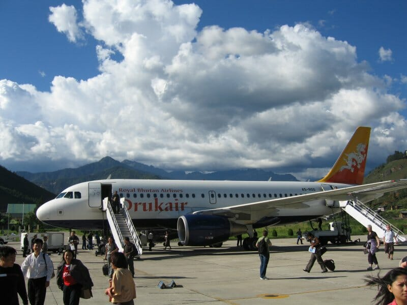 How to fly to Bhutan. Bhutan Airlines and Drukair to Paro _Drukair_Airbus_A319_at_Paro_Airport_No1